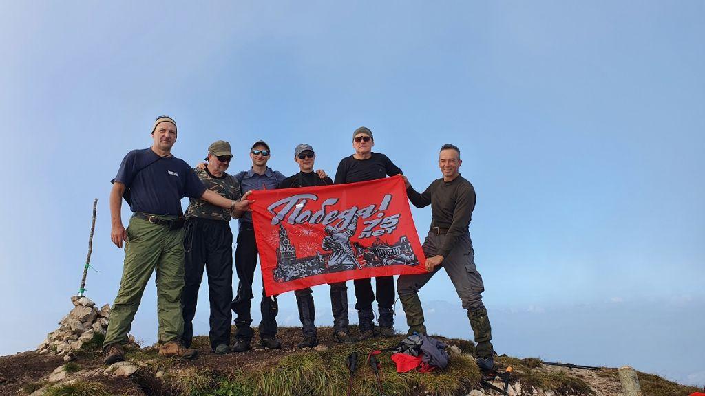 На вершине горы Большой Тхач с ребятами из Челябинска.