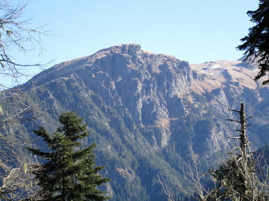 Отрог горы Джуга