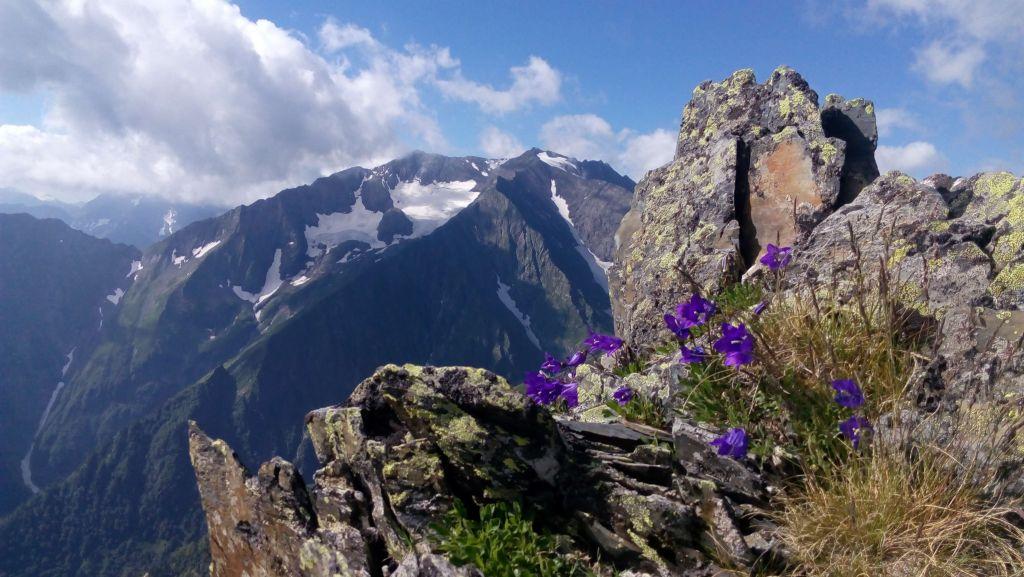 Гора Джемарук. Вид с отрога горы Тыбга.