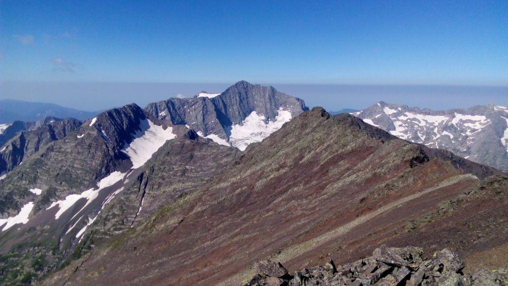 Вид с вершины горы Джемарук на Чугуш
