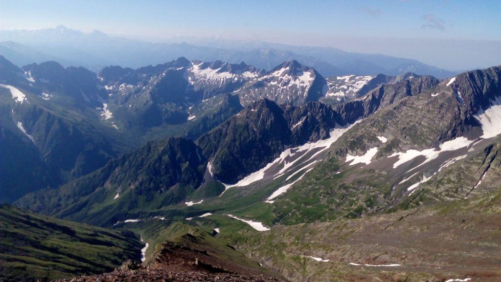 Вид с горы Джемарук на юг.