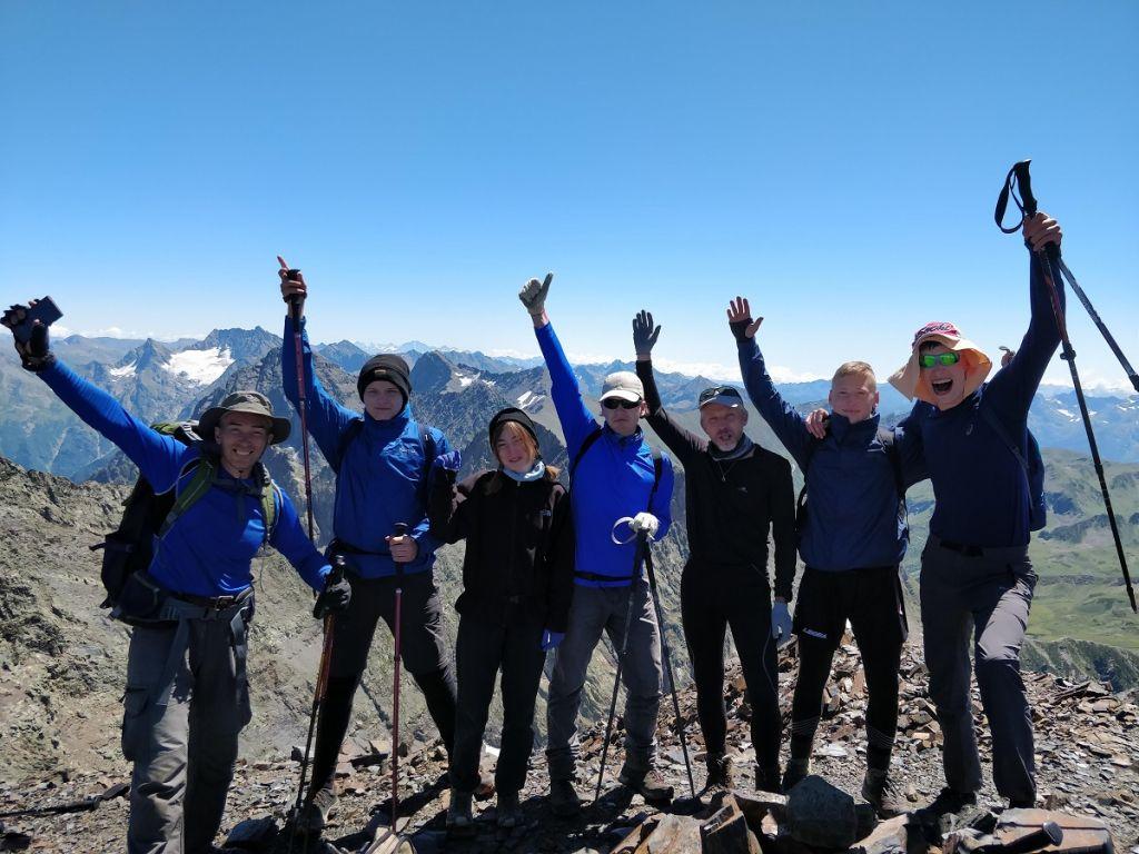На вершине горы Сахарная Голова (Псеашхо Сахарная 3180 метров)