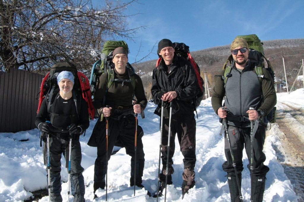 Стартуем в снегоступах по Мезмайской тропе. Февраль 2020 года.