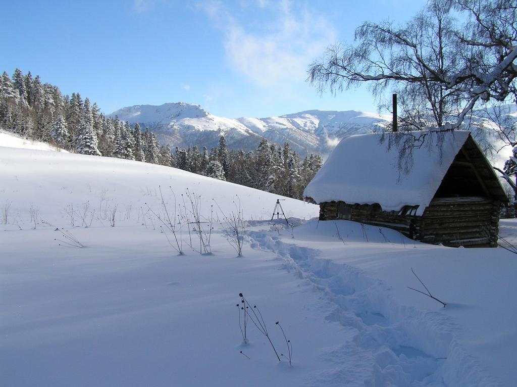 Зимовье на Умриловой поляне. Его больше нет. Новый стоит немного ниже.